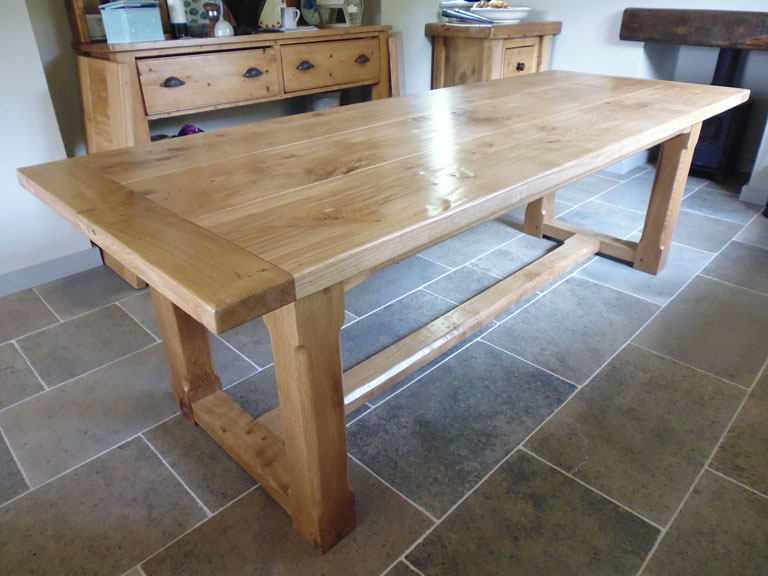 Pippy Oak Bespoke Extended Dining Table – without extensions in place